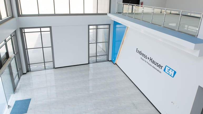 Reception area of the Endress+Hauser calibration and training center in Jubail, Saudi Arabia